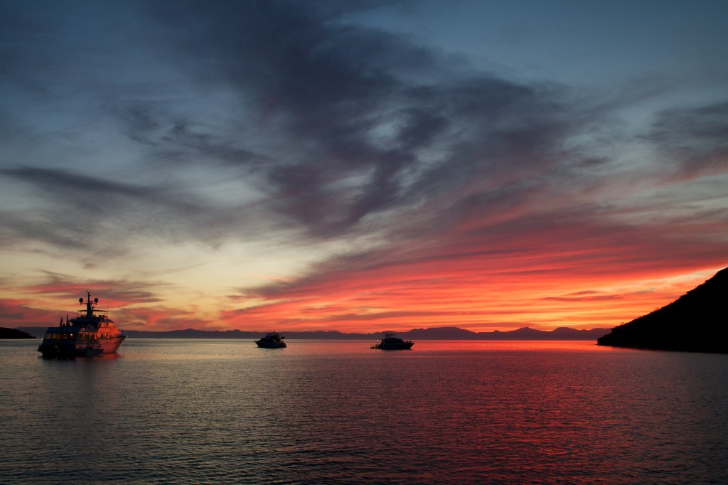 on the horizon line - sailing and traveling and fishing blog in mexico espiritu santo sunset in baja